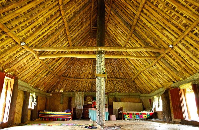 Inre av det traditionella huset, Navala by, Viti Levu, Fiji royaltyfri fotografi