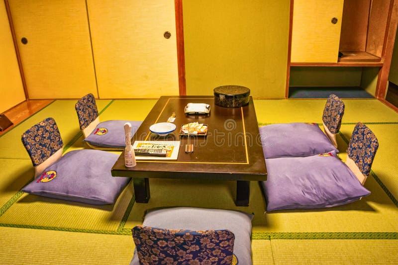 Inre av det traditionella japanska hotellet royaltyfri fotografi