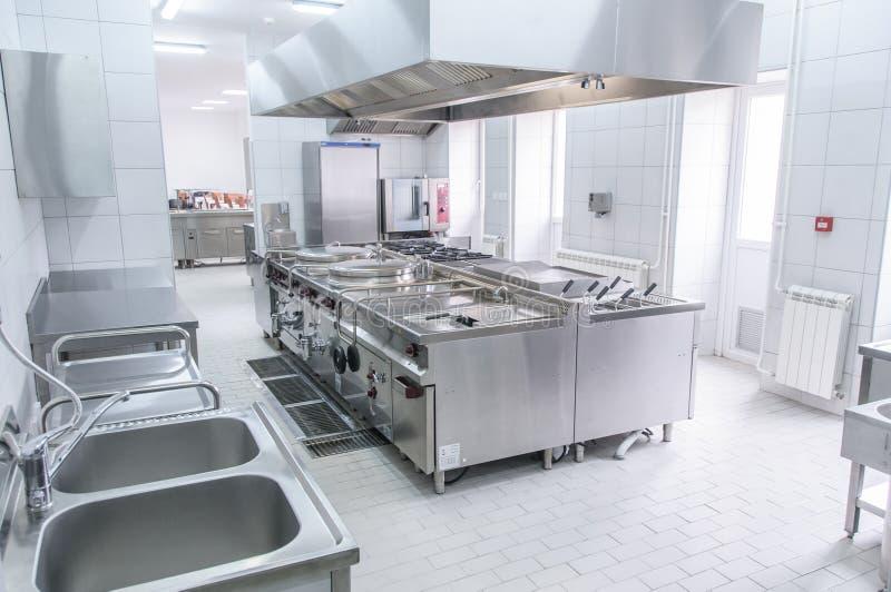 Inre av det yrkesmässiga köket fotografering för bildbyråer