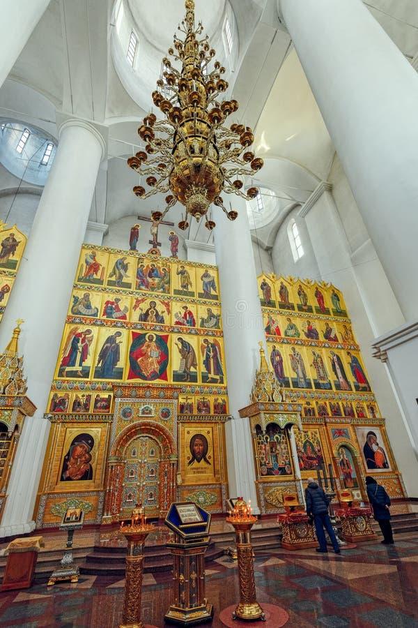 Inre av domkyrkan av antagandet av vår dam, Yaroslavl, royaltyfri bild