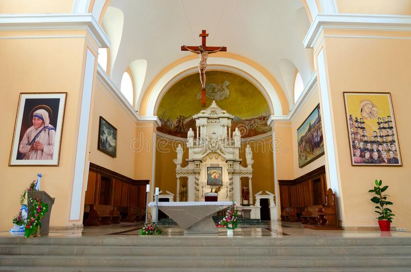 Inre av domkyrkan för St Stephen ` s i Shkoder, Albanien royaltyfria foton