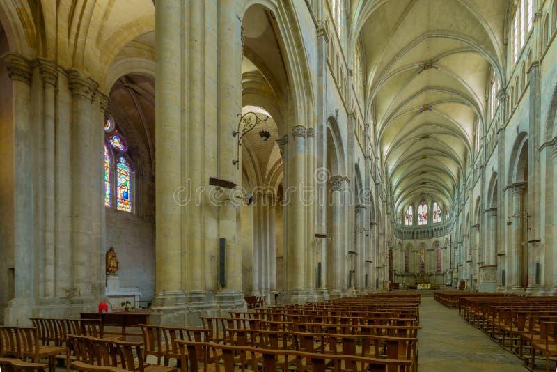 Inre av domkyrkan av Helgon-Maurice, i Vienne fotografering för bildbyråer