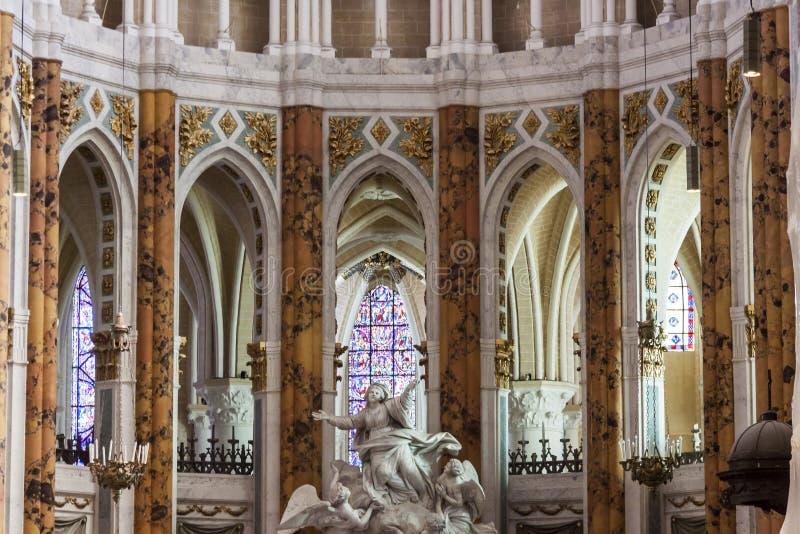 Inre av domkyrkan vår dam av Chartres (Cathédrale Notre-Da arkivbild