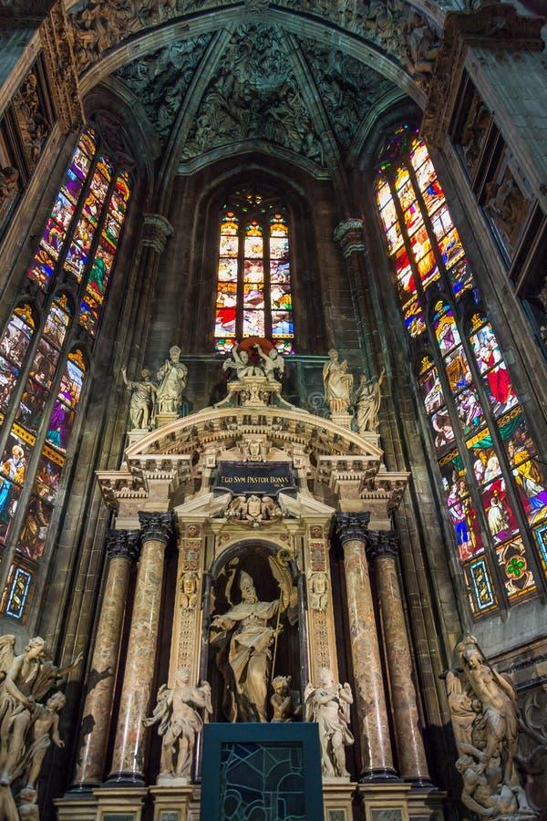 Inre av Duomodina Milano (kupolen av Milan), Milan, Italien royaltyfria bilder