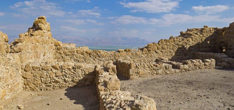 Inre av en forntida Roman Fort ovanför det döda havet arkivbild