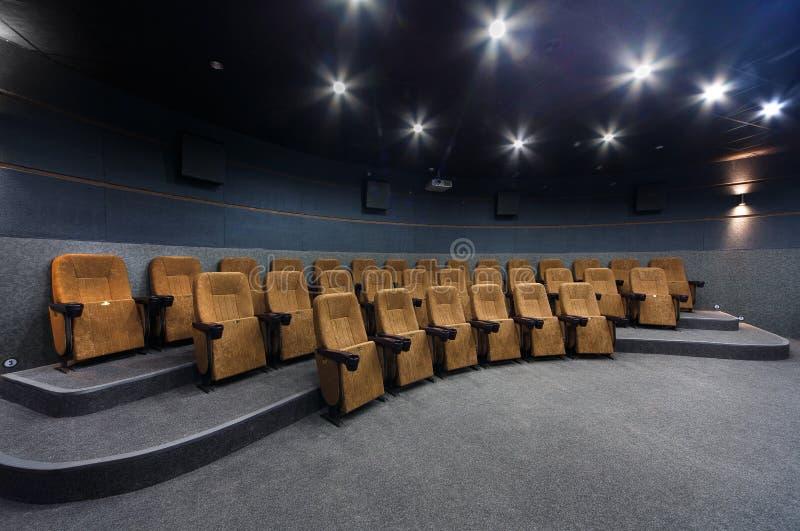 Inre av en liten teater med orange stolar royaltyfri fotografi