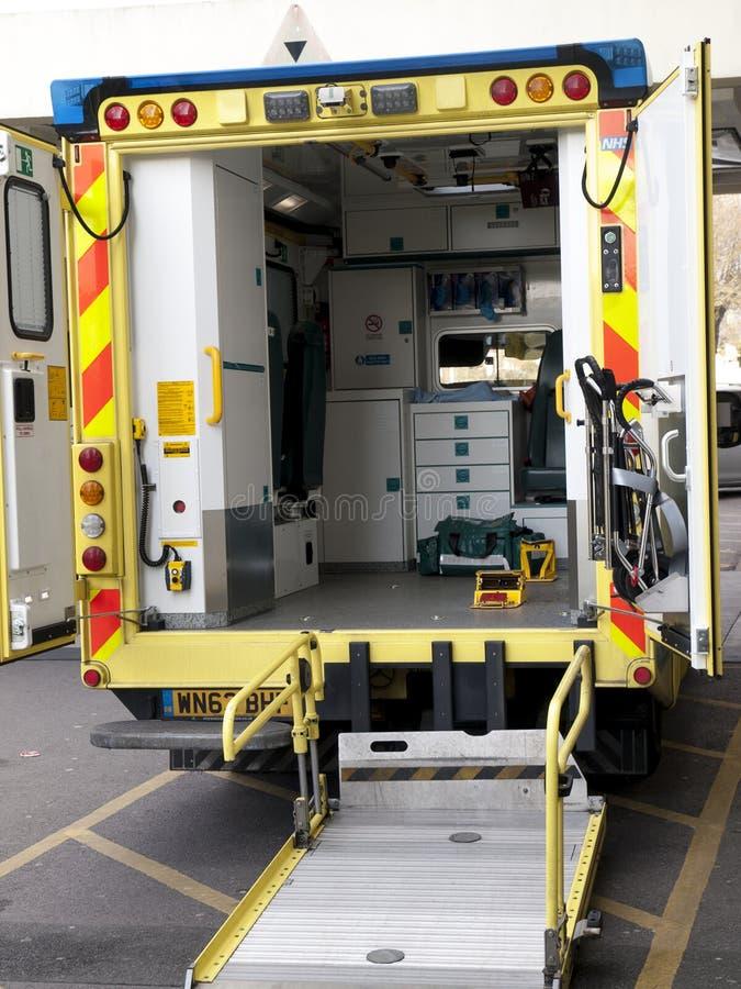 Inre av en NHS ambulans arkivbilder