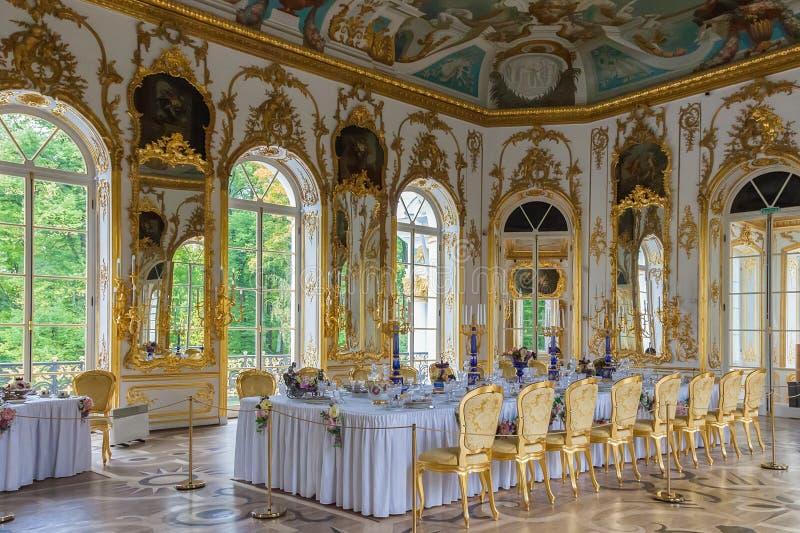 Inre av eremitboningpaviljongen i Catherine Park av Tsarskoy royaltyfri foto