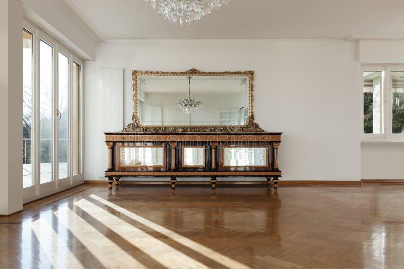 Inre av ett hus, tömmer rum royaltyfri fotografi