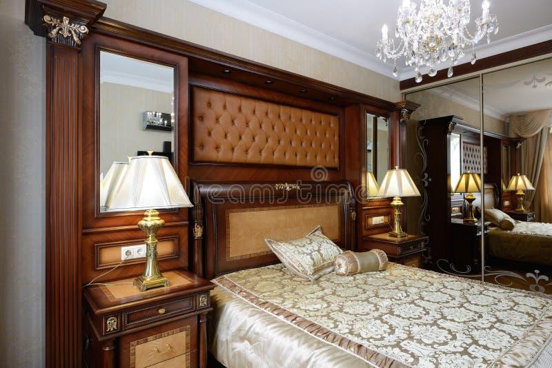 Inre av ett lyxigt sovrum fotografering för bildbyråer