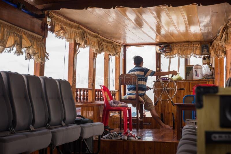 Inre av ett turist- kryssa omkring fartyg arkivfoto