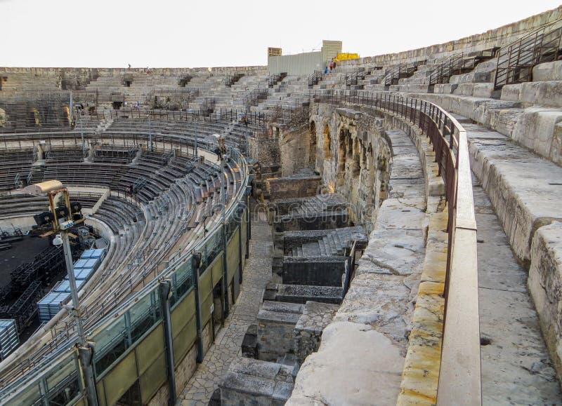 Inre av forntida Roman Amphitheatter i Frankrike fotografering för bildbyråer