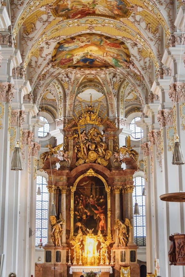 Inre av Heilig Geist Kirche eller kyrka av den heliga anden i Munich germany royaltyfri bild