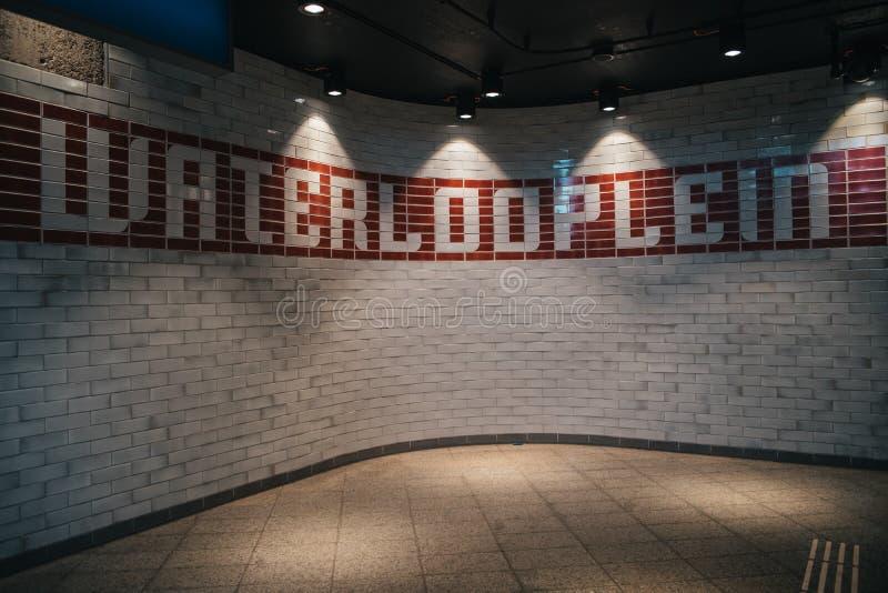Inre av ingången till den Amsterdam gångtunnelstationen royaltyfria foton