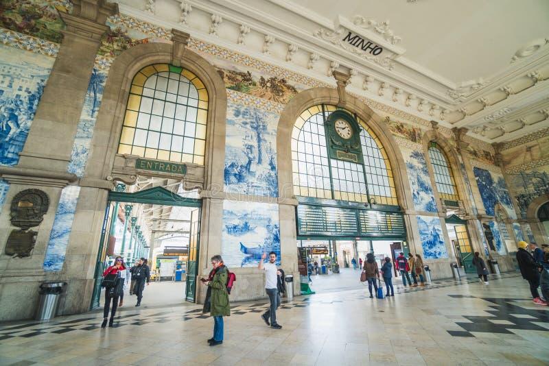 Inre av järnvägdrevstationen av den Porto, traditionell och touristic destinationen fotografering för bildbyråer