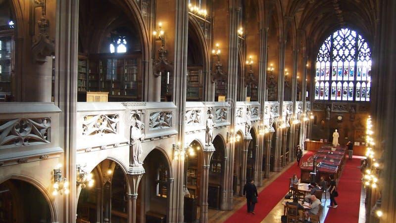 Inre av John Rylands Library, Manchester, England arkivfoto