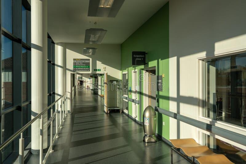 Inre av kungliga personen fyller på med bränsle universitetsjukhuset arkivbilder
