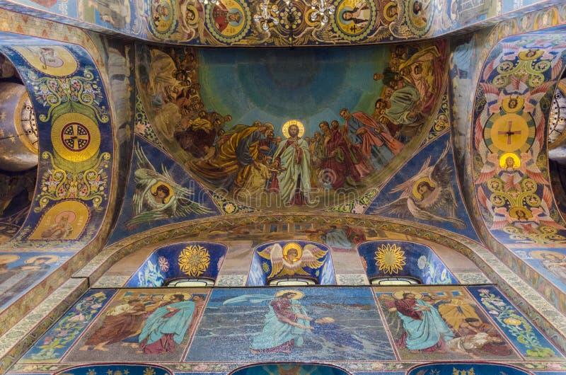 Inre av kyrkan av frälsaren av spillt blod i St-husdjur arkivbilder