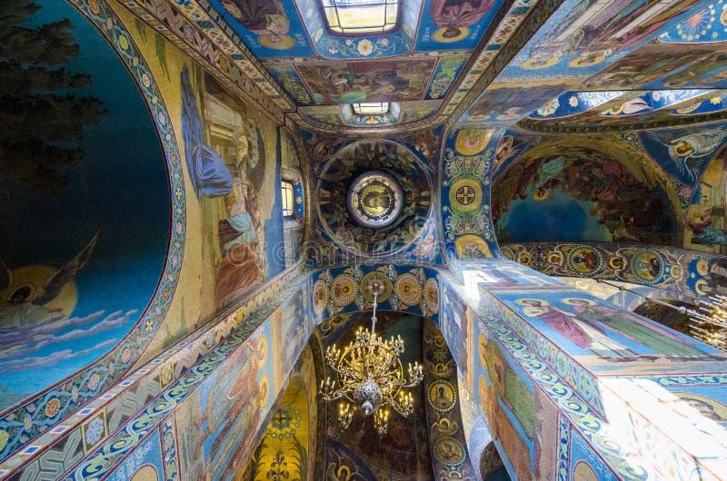 Inre av kyrkan av frälsaren av spillt blod i St-husdjur fotografering för bildbyråer