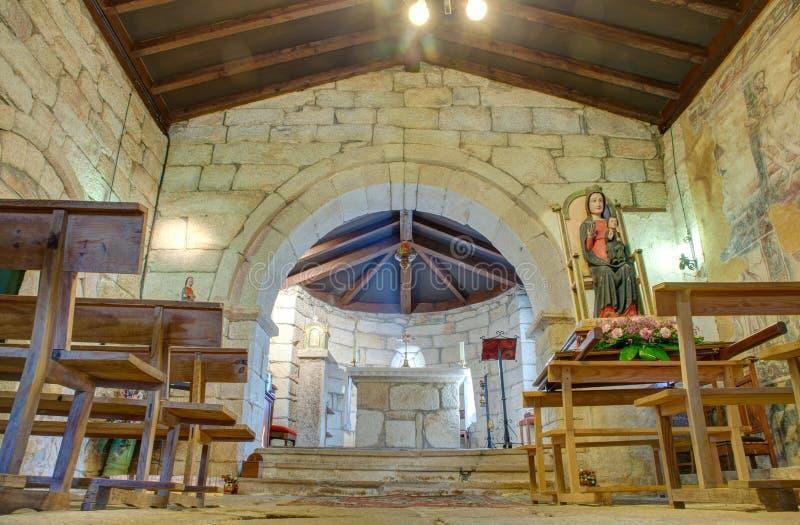 Inre av kyrkan av Santa Maria de Leboreiro arkivfoton