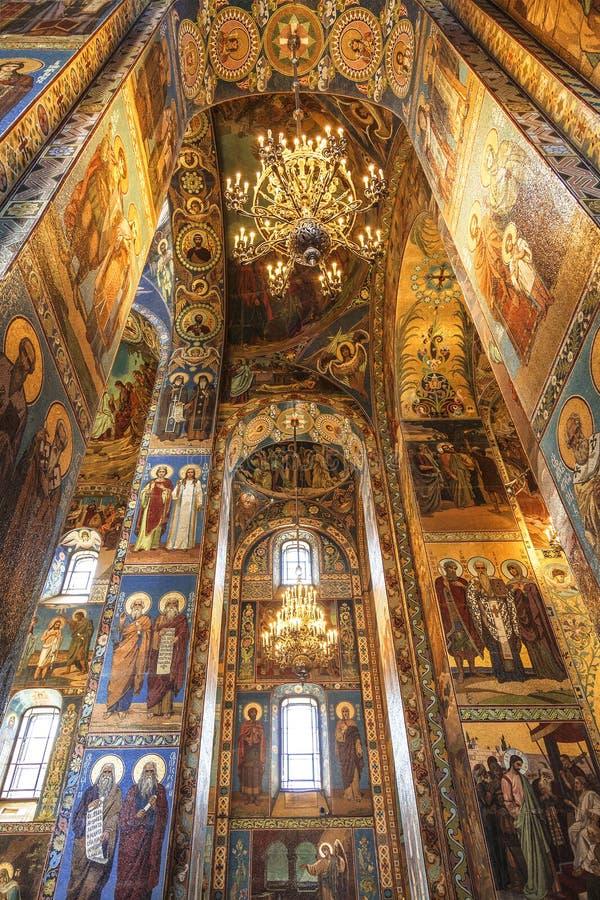 Inre av kyrkan av frälsaren på spillt blod i St Petersburg, arkivfoton