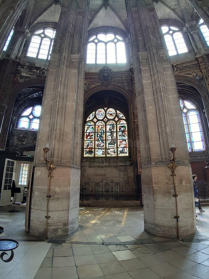 Inre av kyrkan av helgonet Eustache i Paris royaltyfri fotografi