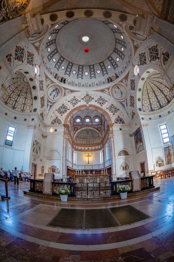 Inre av kyrkan av Santa Maria delle Grazie, Milan, Italien arkivbilder