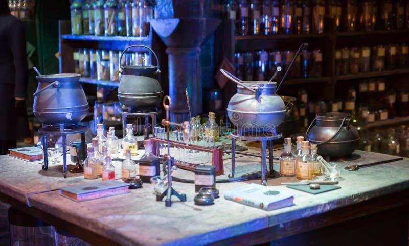 Inre av magi för professorn Snape jags samlingen Garnering Warner Brothers Studio för den Harry Potter filmStudioen arkivfoto