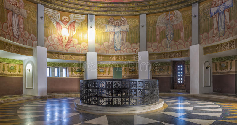 Inre av mausoleet av Marasesti arkivbilder