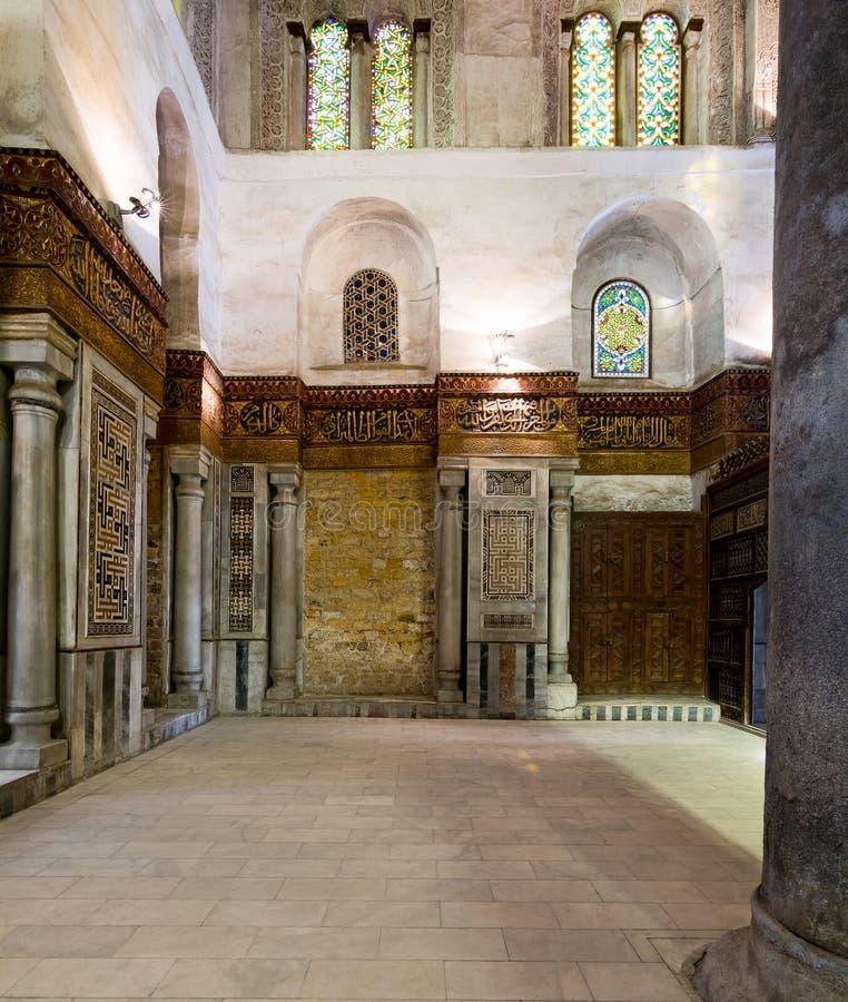 Inre av mausoleet av Sultan Qalawun, gammal Kairo, Egypten royaltyfria bilder