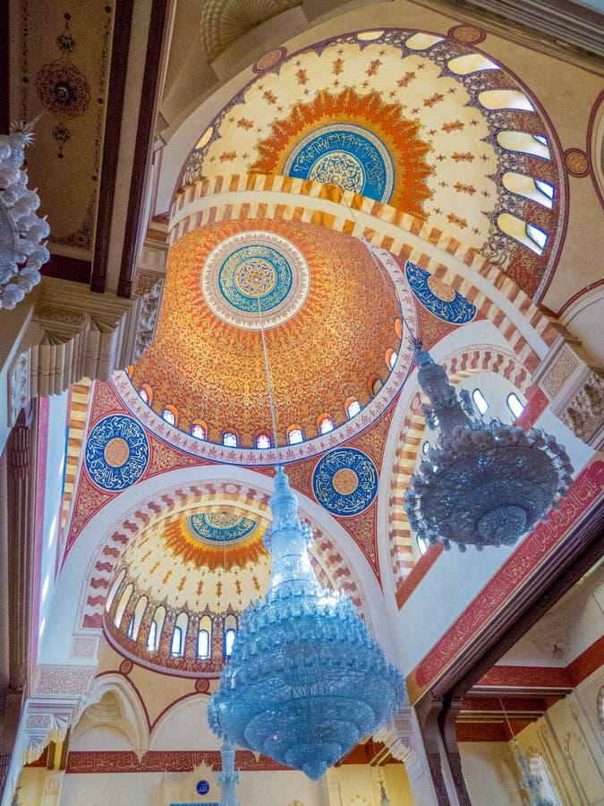 Inre av Mohammad Al-Amin Mosque, Beirut, Libanon royaltyfria foton