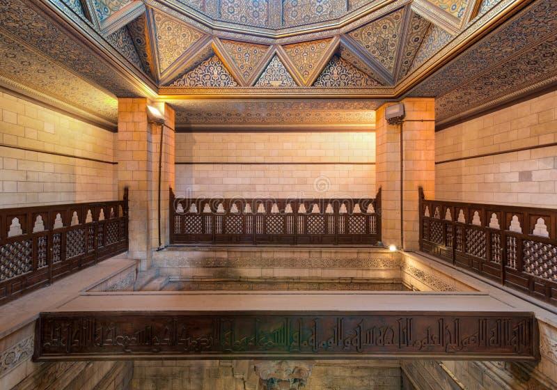 Inre av Nilometerbyggnad, en forntida egyptisk vattenmätningsapparat fotografering för bildbyråer