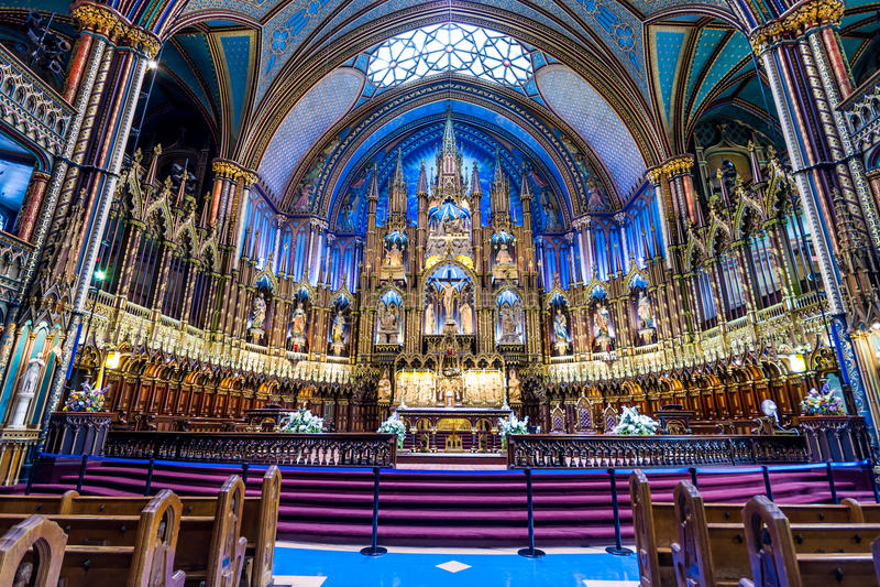 Inre av Notre-Dame som är basilic i Montreal arkivfoton