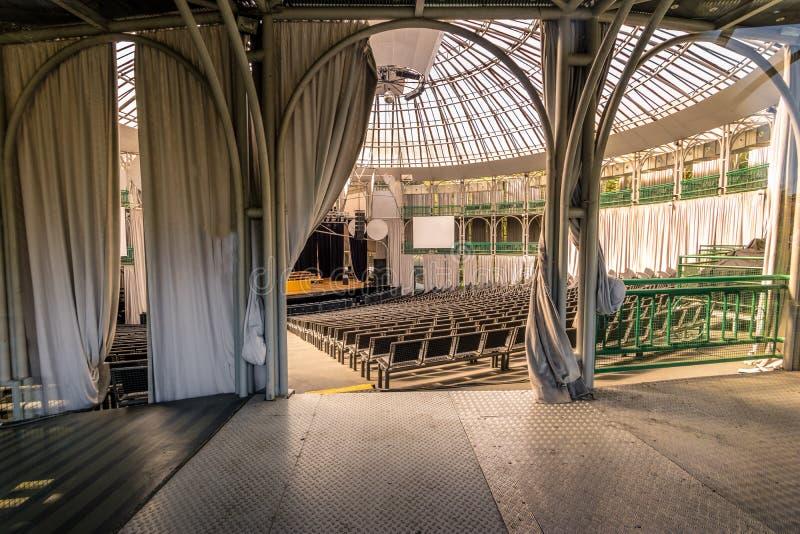 Inre av Opera de Arame Teater - Curitiba, Parana, Brasilien royaltyfria bilder