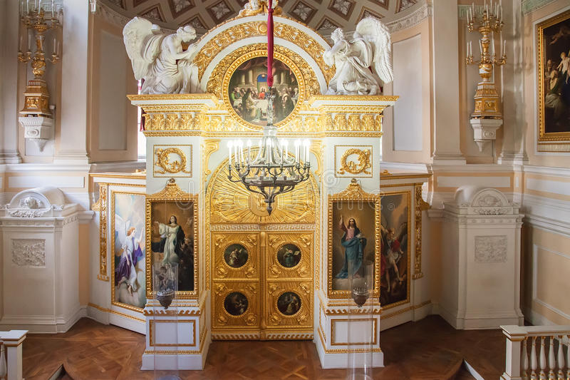 Inre av Peter och Paul kyrktar i den Pavlovsk slotten, ne royaltyfria foton