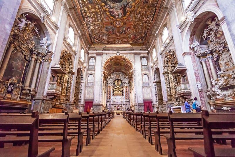 Inre av Santaremen ser domkyrkan aka Nossa Senhora da Conceicao Church arkivbilder