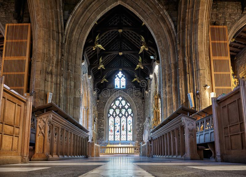 Inre av Sheffieldens Cathedrals skepp sheffield england royaltyfri bild