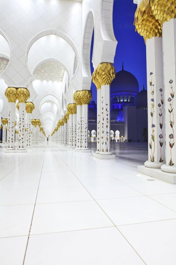 Inre av Sheikh Zayed Moské, Abu Dhabi royaltyfria bilder