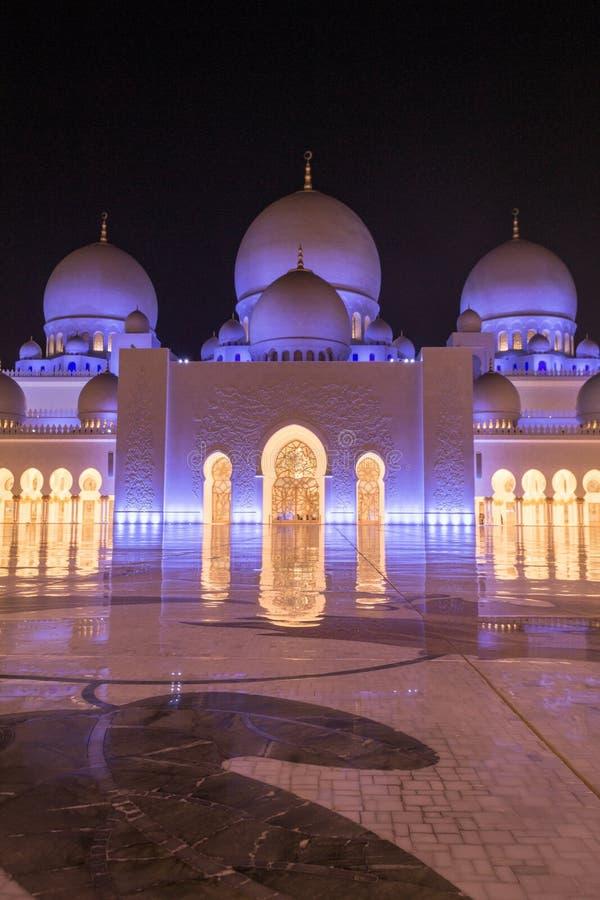 Inre av Sheikh Zayed Mosque arkivfoto