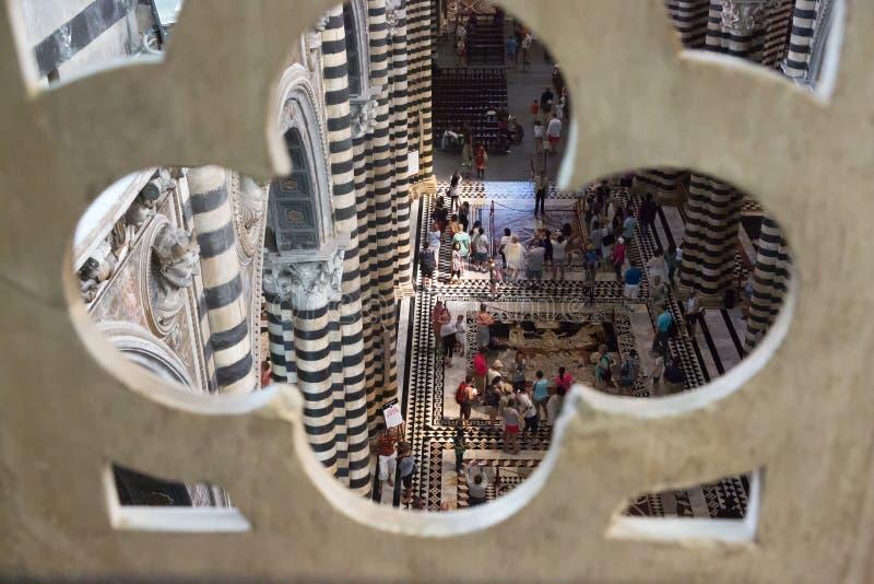 Inre av Siena Cathedral från taket, Italien arkivbild