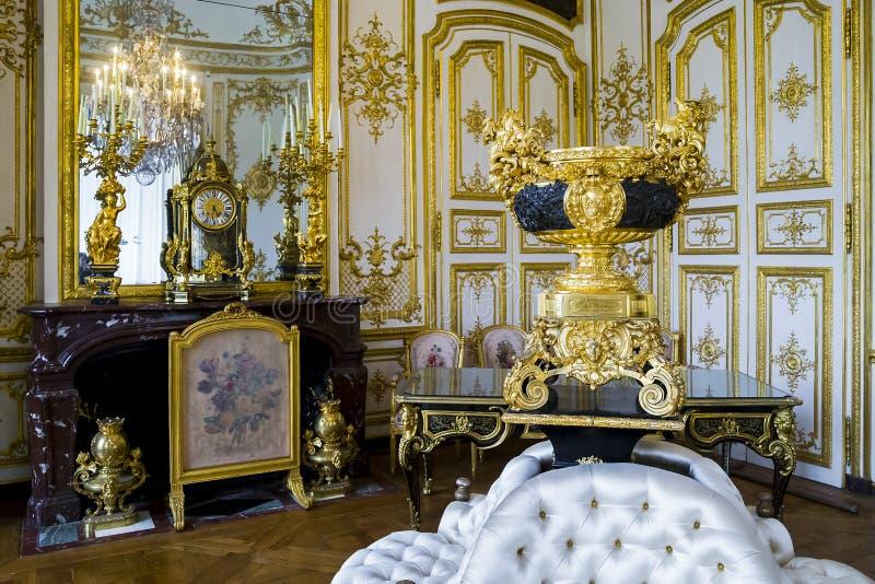 Inre av slotten Chantilly royaltyfria bilder