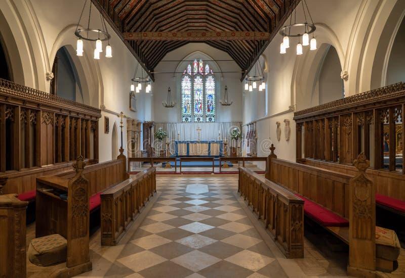 Inre av St Mary den jungfruliga kyrkan i by av Hambleden royaltyfria bilder