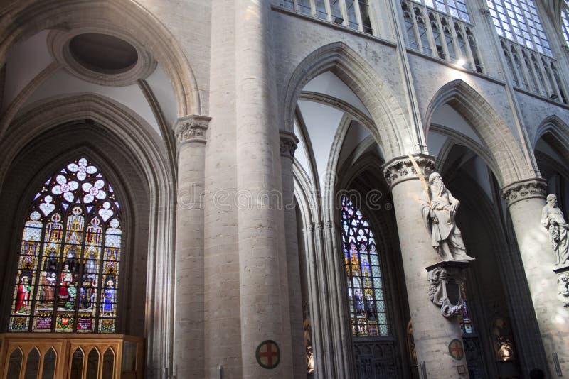 Inre av St Michael och domkyrkan för St. Gudula arkivbilder