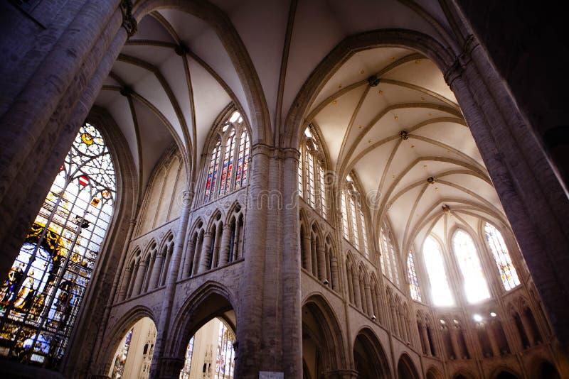Inre av St Michael och domkyrkan för St Gudula arkivbild