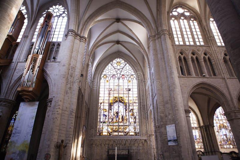 Inre av St Michael och domkyrkan för St Gudula arkivfoton