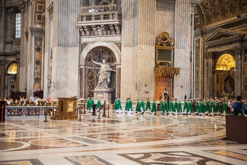 Inre av Sten Peters Basilica i Rome fotografering för bildbyråer