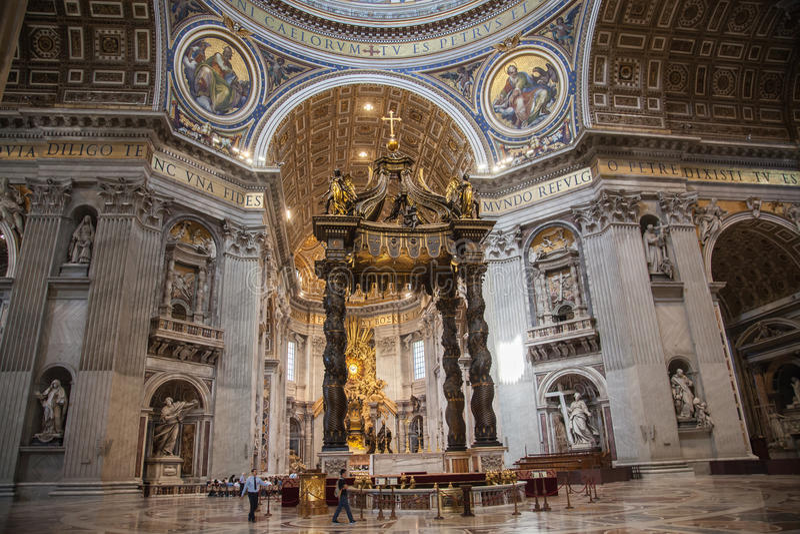 Inre av Sten Peters Basilica i Rome royaltyfri foto