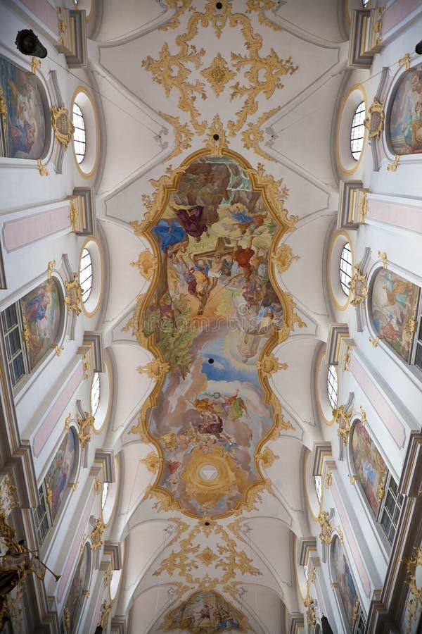 Inre av Sts Peter domkyrka i Munich royaltyfria foton