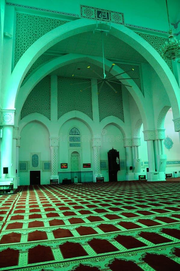 Inre av Sultan Haji Ahmad Shah Mosque a K en UIA-moské i Gombak, Malaysia arkivbilder