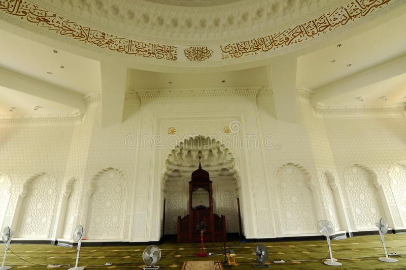 Inre av Sultan Ismail Airport Mosque - den Senai flygplatsen, Malaysia arkivbild